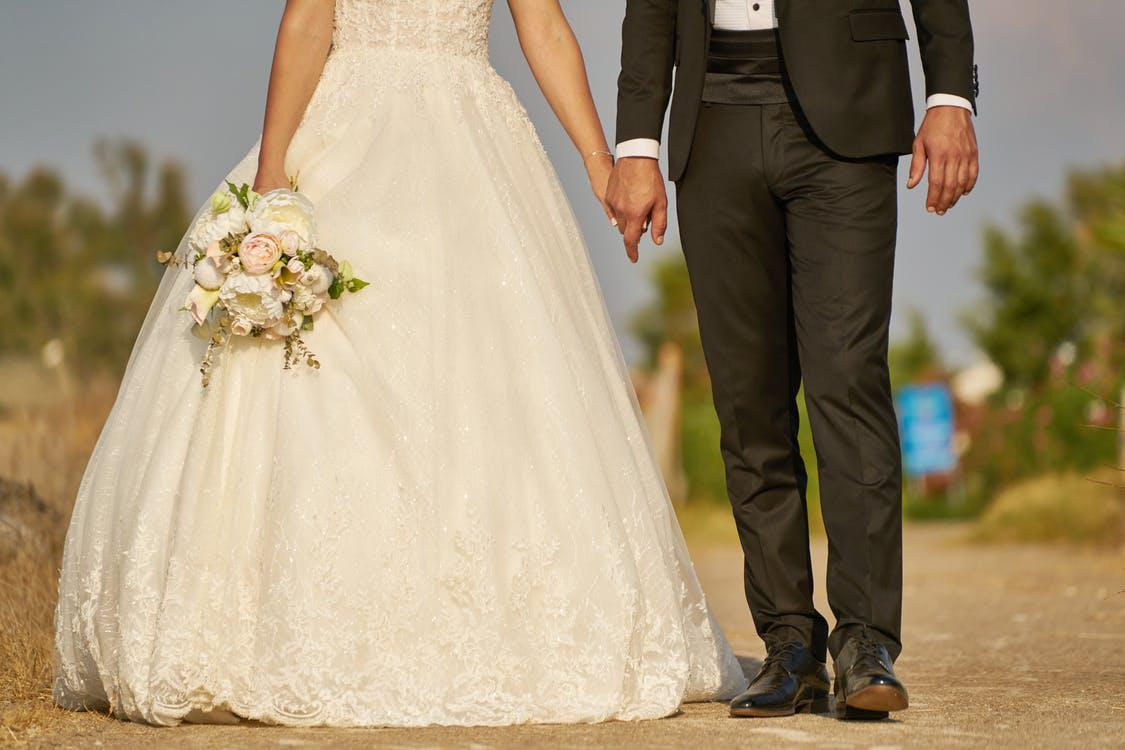 4 Tips for Moving In The Middle Of Wedding Preparations